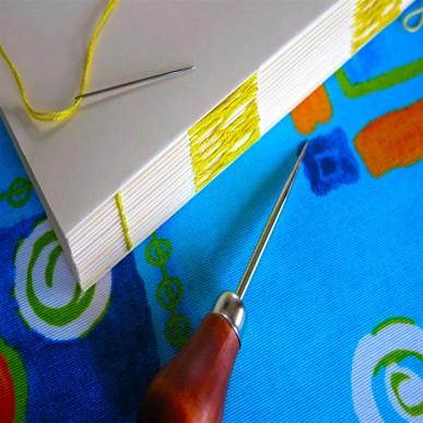 Workshop de Encadernação Manual - Capa Dura | Confecção de caderno individual, com costura francesa.